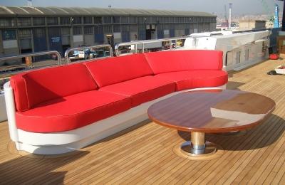 Yacht-96-m-sofas-table-et-pont